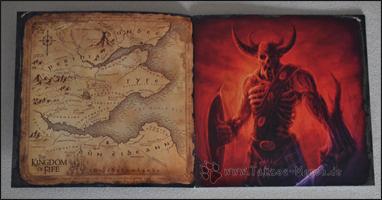 Artworks aus dem Booklet: eine Karte der Ländereien und ein untoter Krieger
