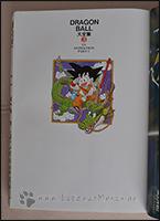 Auf dem Schmutztitel ist Son-Goku mit Shenlong zu sehen ;)