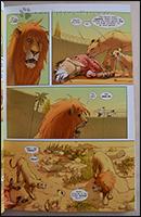 Die Wärter werfen den Löwen einen totel Esel in den Käfig und flüchten dann.