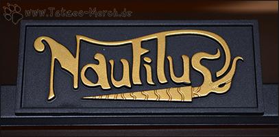 Das Logo der Nautilus auf dem Ständer.